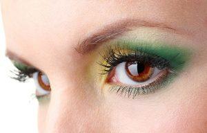 yeşil ve sarı göz makyajı